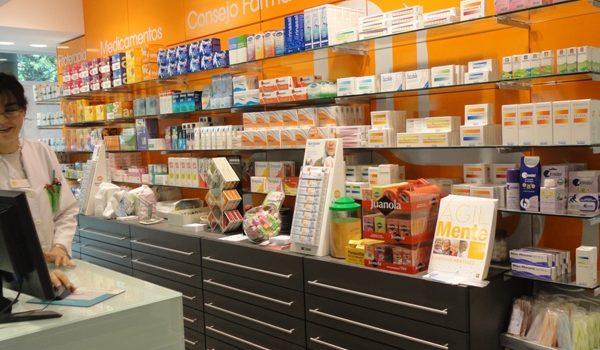 estanterias farmacia 1